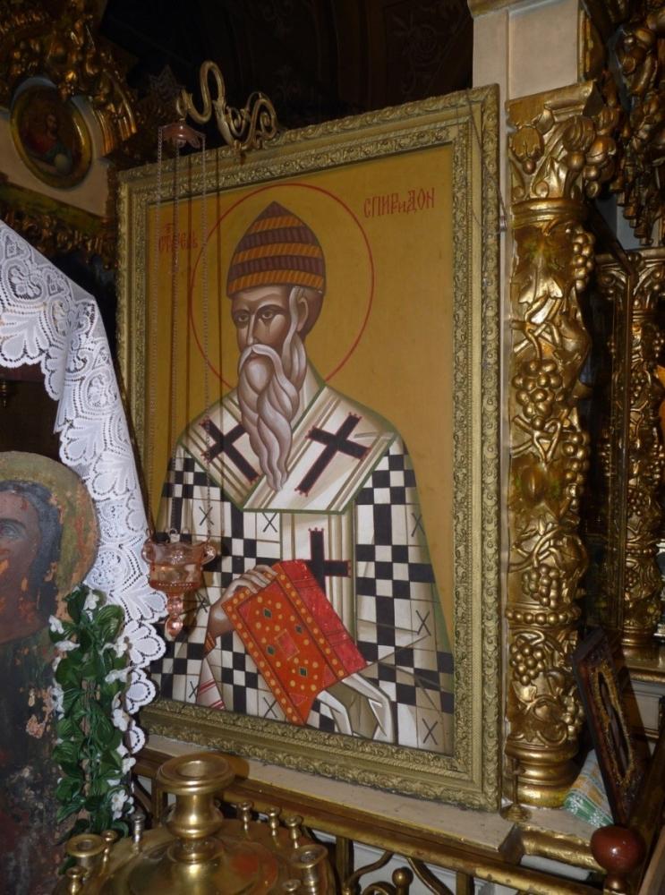 В северном приделе храма, находится икона Святителя Спиридона Тримифунтского